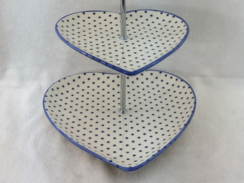 dolomite cakes stand in heart shape